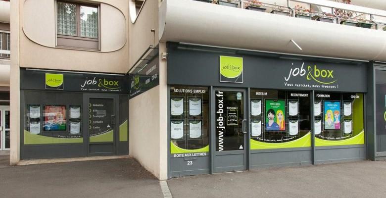 Rennes : une agence d'intérim défoncée par un chauffard